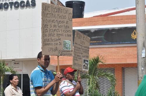 Con pocos asistentes se llevó a cabo la manifestación apoyando el paro nacional agrario. EL PILÓN/Joaquín Ramírez