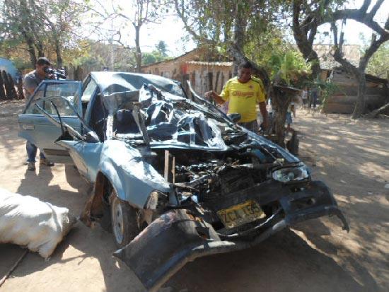 Así quedó el vehículo en e que se movilizaban los menores. EL PILÓN / Martín Mendoza.