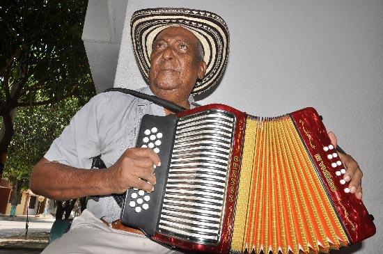 """'Beto' Rada, tiene alrededor de 500 composiciones; Diomedes Díaz le grabó dos canciones """"La inconforme"""" y """"Acércate a mí"""". EL PILÓN / Joaquín Ramírez."""