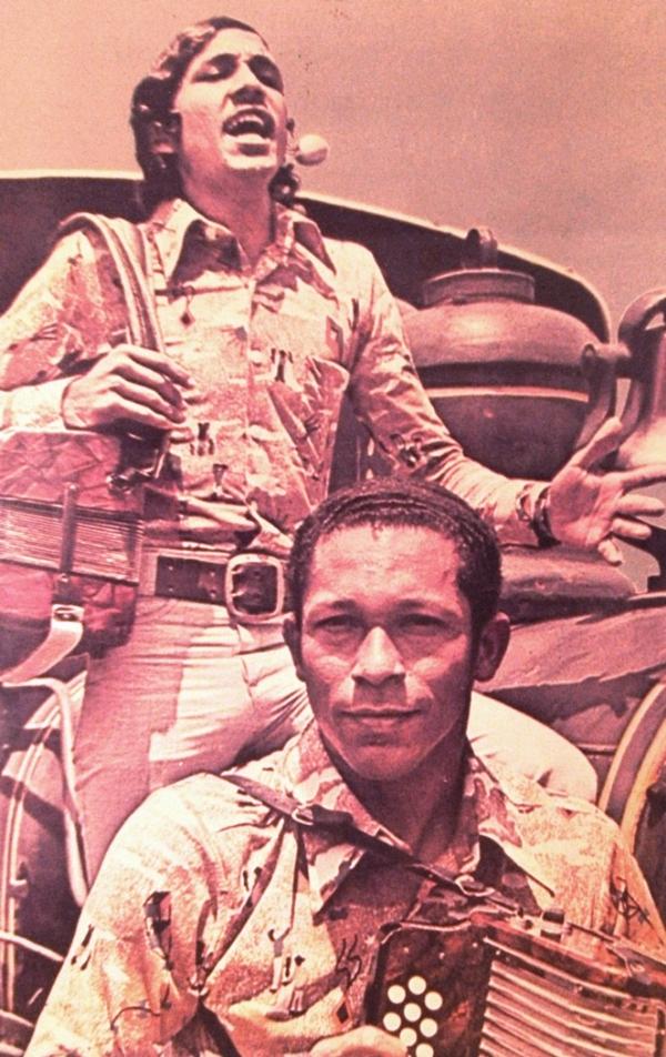 Rafael Orozco comenzó a marcar la pauta en la música vallenata con el acordeonero Emilio Oviedo.