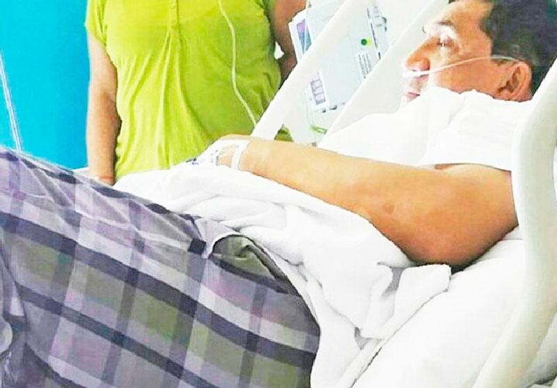 Esta fue una de las fotografías publicadas en las redes sociales del cantante 'Poncho' Zuleta, en una camilla del centro asistencial donde fue sometido a una intervención ambulatoria. EL PILÓN / Cortesía.