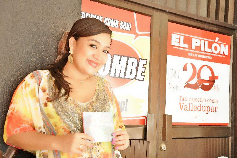 Jadith Muegues promociona su nueva producción titulada 'Amor y magia'. Foto Joaquín Ramírez.
