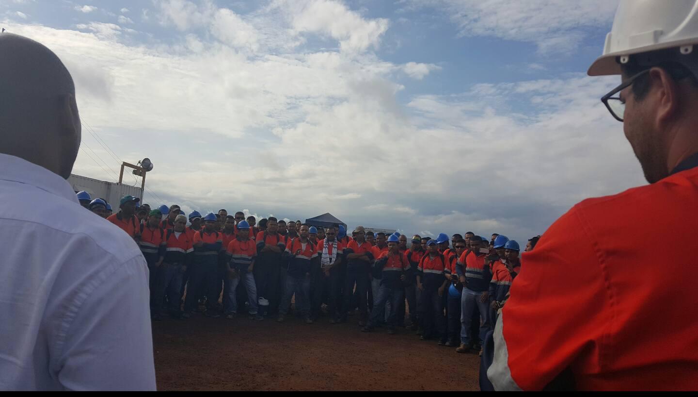 En reunión se llegó a un acuerdo que beneficiará a los empleados de la empresa minera. Foto: Cortesía.