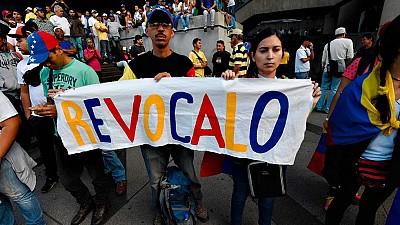 Decenas de venezolanos se concentran en Miami para pedir revocación de Maduro
