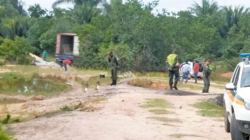 Los dos vehículos utilizados por la empresa transportadora de valores, fueron hallados solo en una trocha a 200 metros de la carretera.