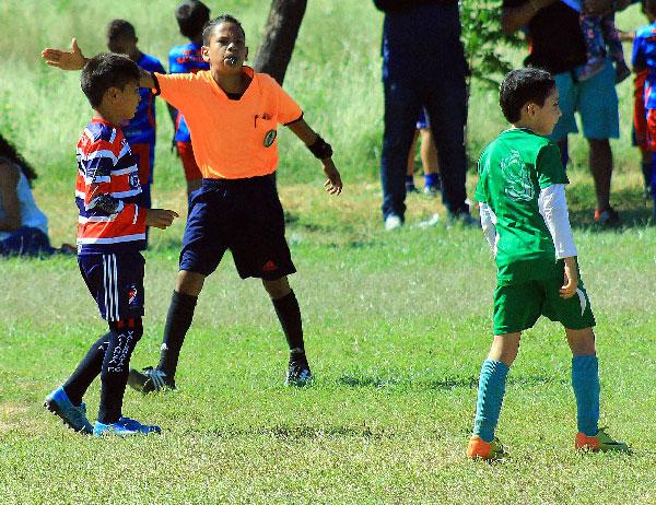 Leonardo Alvarado/EL PILÓN A sus 12 años Alberto Mario Martínez Villa sueña con ser un árbitro con escarapela FIFA.