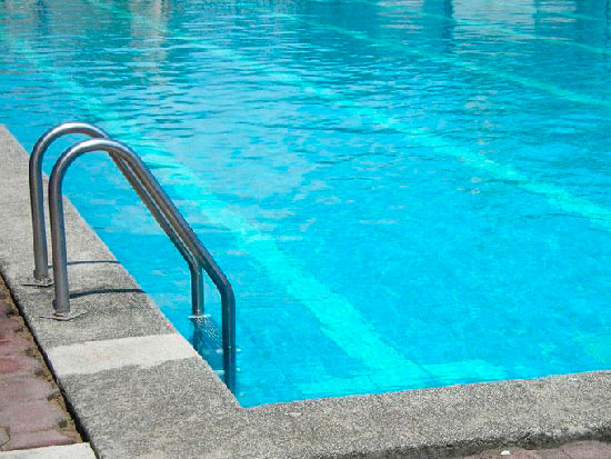 ni a muri ahogada en una piscina