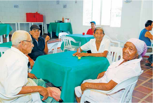Abuelos esperan reapertura de comedores comunitarios el for Como abrir un comedor comunitario