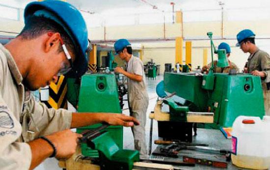 Desempleo cae a 8,9% en abril; 489.000 personas encontraron trabajo
