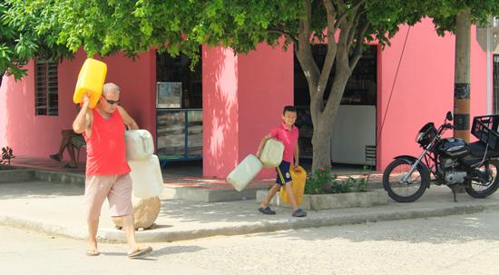 Problemas con el abastecimiento de agua en Villa Caro - ElPilón.com.co (Registro)