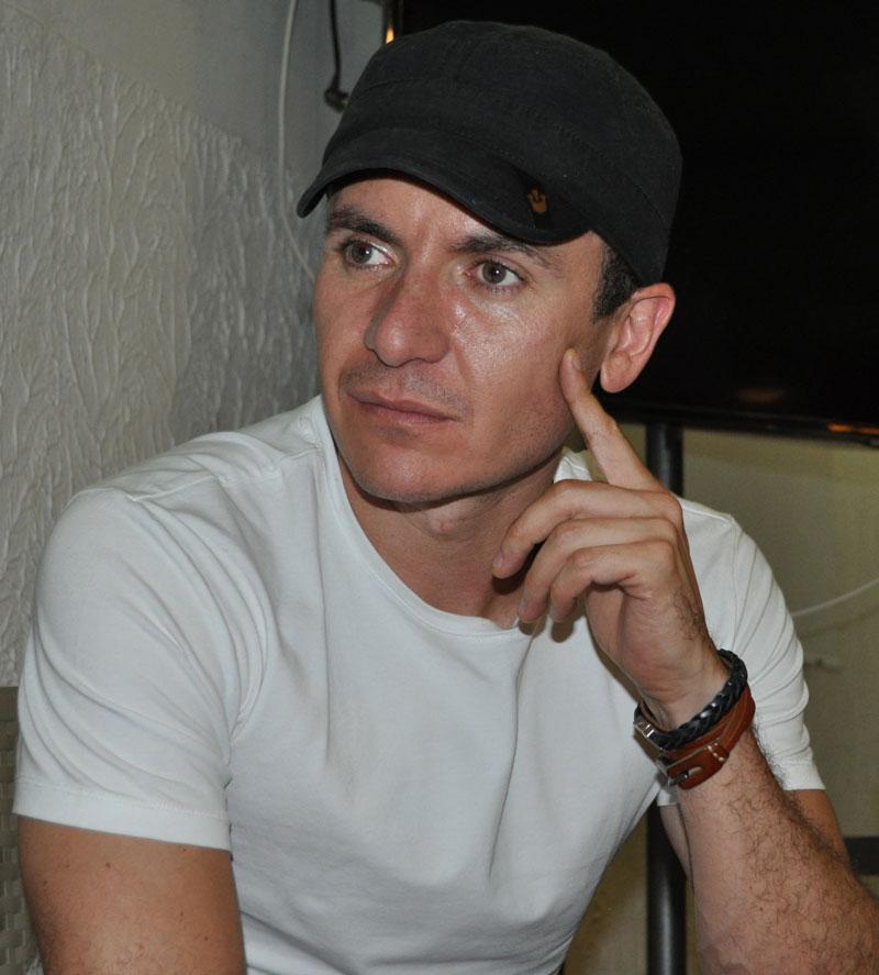 El artista bogotano Fonseca demostró que grabar las canciones de Diomedes Díaz, fue un paso importante en su vida porque le mereció un Premio Grammy Vallenato/Cumbia. Foto Daniel Gutiérrez Palomino