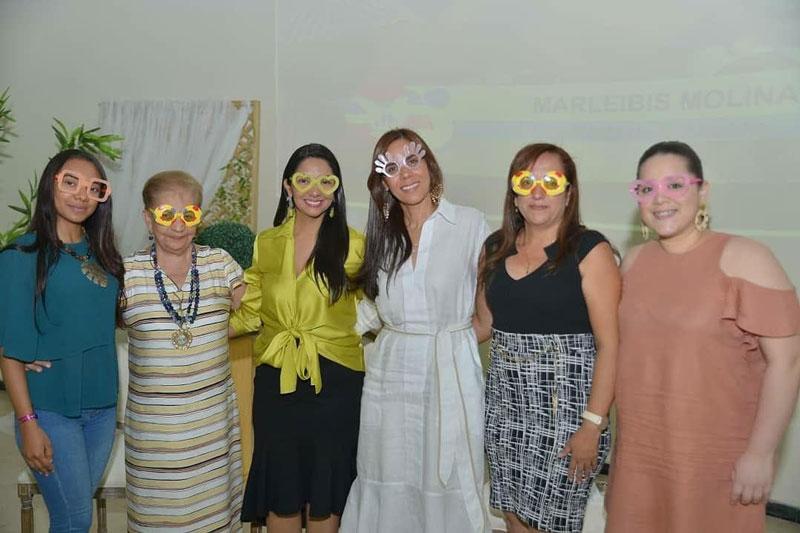 Un grupo de mujeres empoderadas de la región dieron un mensaje de superación a las jóvenes de la ciudad.