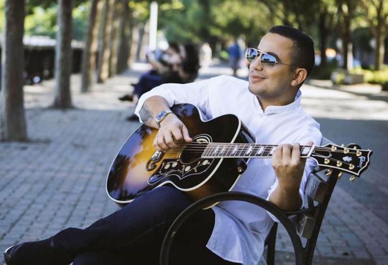 Felipe Peláez lanzó su más reciente álbum, denominado 'Ponle Actitud'.