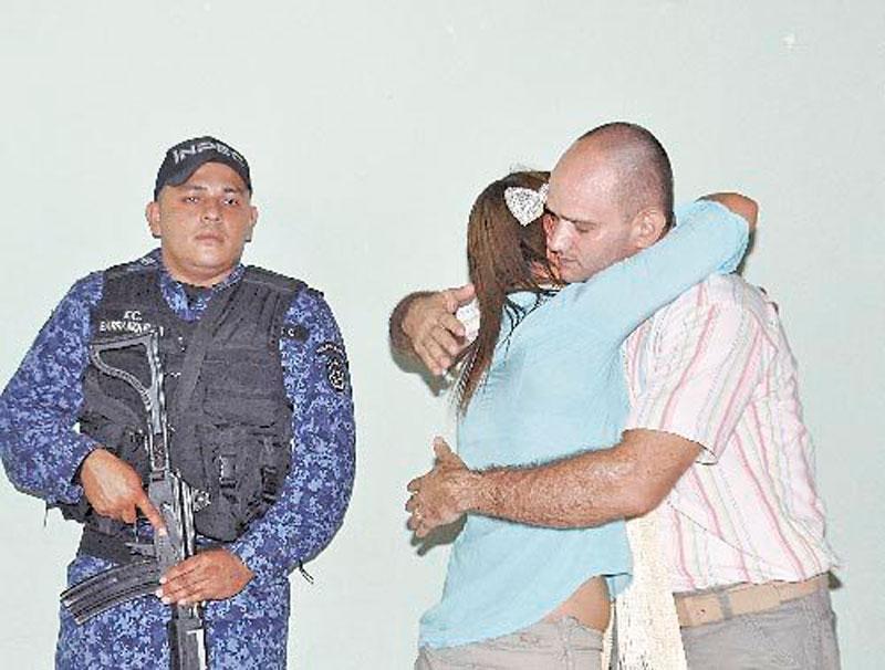 Momentos en que Torres León le pidió perdón a sus víctimas.