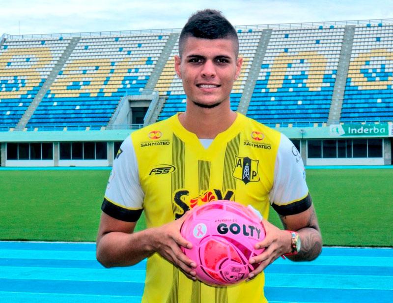 Los futbolistas de los equipos colombianos se unieron en pro de esta bonita causa para regalarle una voz de aliento a las mujeres víctimas del cáncer