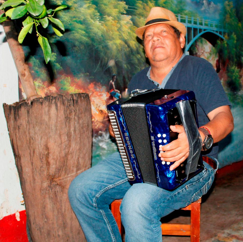 Rosendo Romero Ospino es investigador y compositor, juglar e investigador de juglares. Una leyenda de nuestra tradición folclórica.