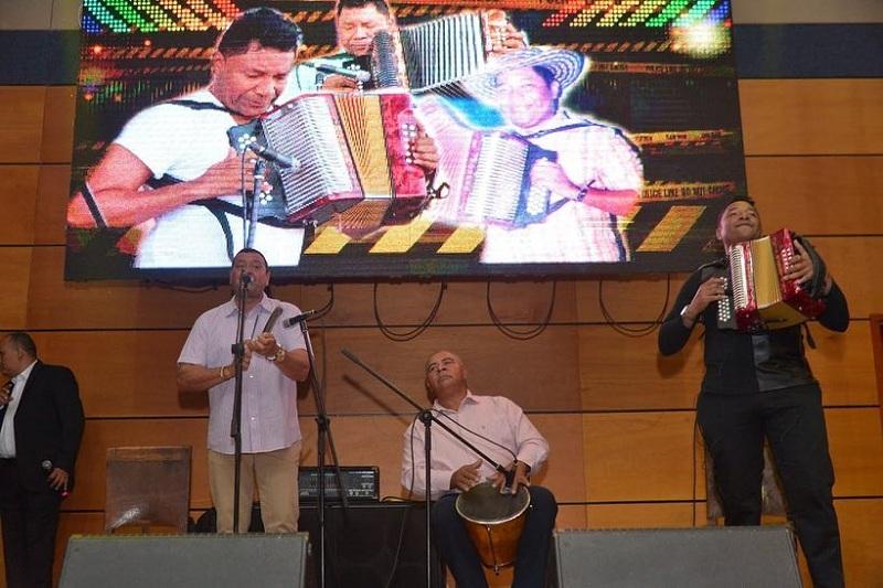 El rey vallenato Juan José Granados tocando en la 'Parranda para el Mundo' en Tunja, Boyacá.  Foto: Cortesía Festival de la Leyenda Vallenata.