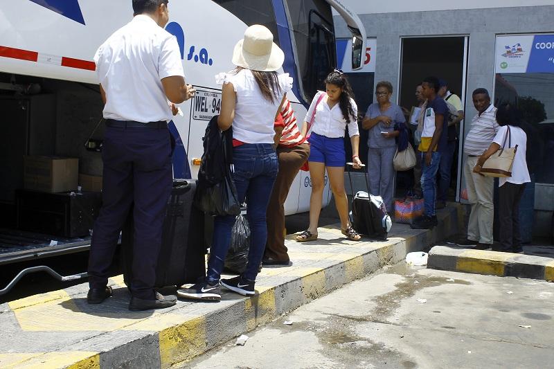 El transporte de la Terminal de Valledupar sigue fuerte  pese a las nuevas ofertas aéreas que han presentado aerolíneas como Avianca y Wingo en la capital del Cesar.  Foto: Joaquín Ramírez.