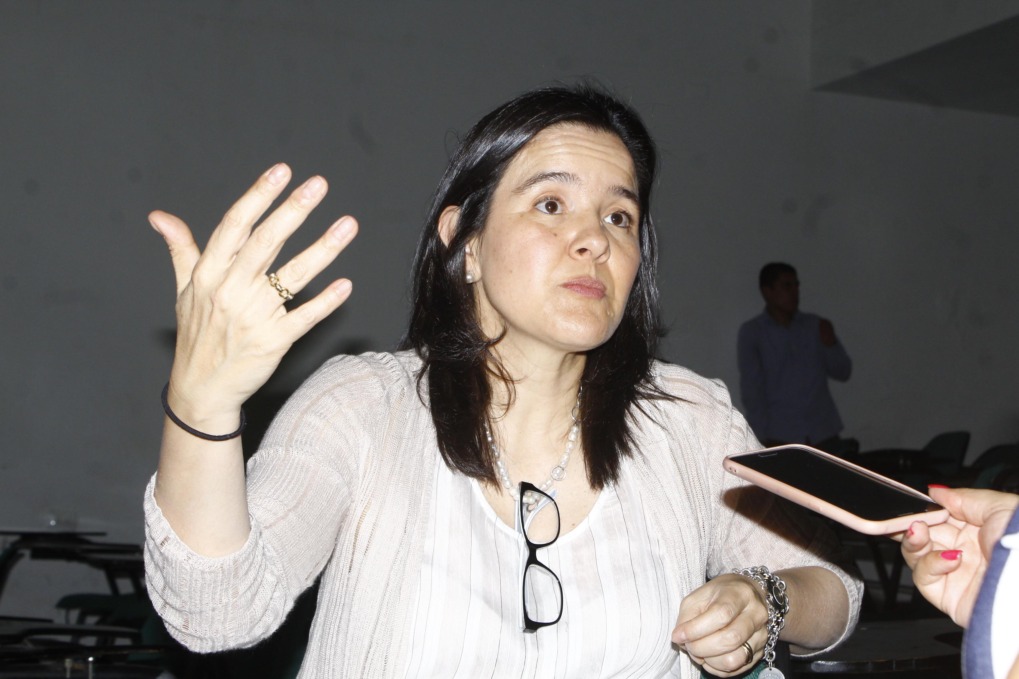 La ministra de las Tecnologías de la Información y las Comunicaciones de Colombia, TIC,  CristinaConstaínRengio, en entrevista con EL PILÓN.   Foto: Joaquín Ramírez.
