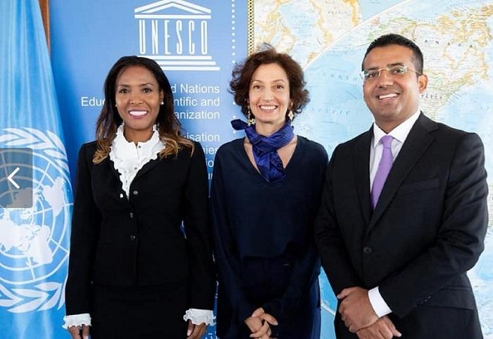 La ministra de Cultura, Carmen Vásquez y el alcalde de Valledupar, Augusto Ramírez Uhía, acompañados de la directora general de la Unesco, Audrey Azoulay.  Tomado de Instagram.