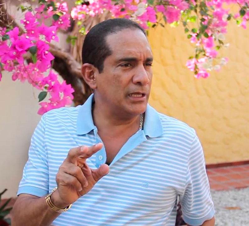 Las palabras del compositor guajiro a su paisano se dieron a partir del aterrizaje que hizo Silvestre en su aeronave privada en Valledupar.