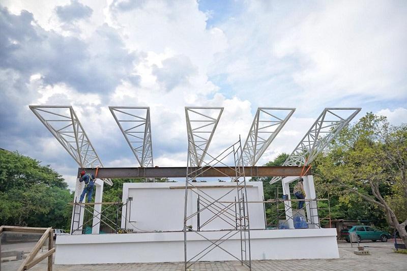 En el caso de Los Corazones los ajustes de la cubierta de la plaza han retardado la entrega.   Foto: Cortesía.