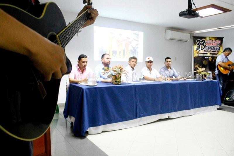 En rueda de prensa en el Hotel Sicarare de Valledupar, se entregaron detalles del Festival de Música en Guitarra de Codazzi.   FOTO/ JOAQUÍN RAMÍREZ