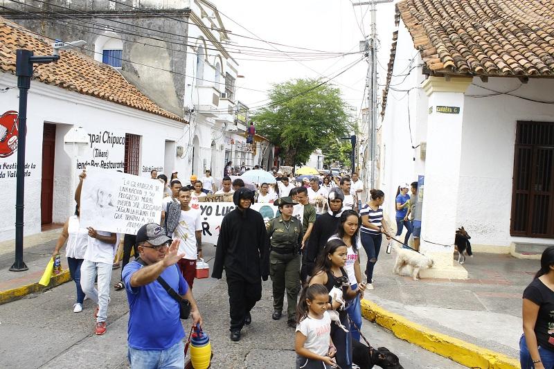 En Valledupar más de 50 personas se sumaron a esta causa y mostraron su rechazo al maltrato animal.   Foto: Joaquín Ramírez