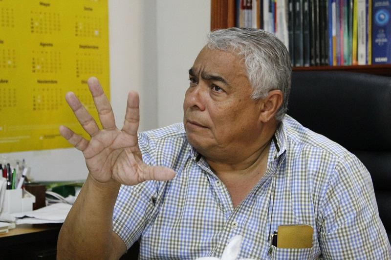 El rector de una institución considerada monumento nacional, Gonzalo Quiroz, dialogó con EL PILÓN sobre los procesos académicos adelantados que lo llevan a destacarse en las instituciones públicas.  FOTO: JOAQUÍN RAMÍREZ