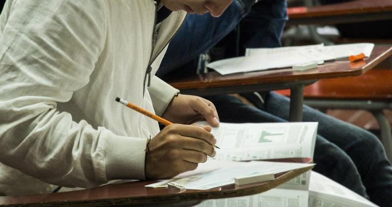 Más de 250.000 estudiantes universitarias presentarán las pruebas ECAES este domingo en todo el país.