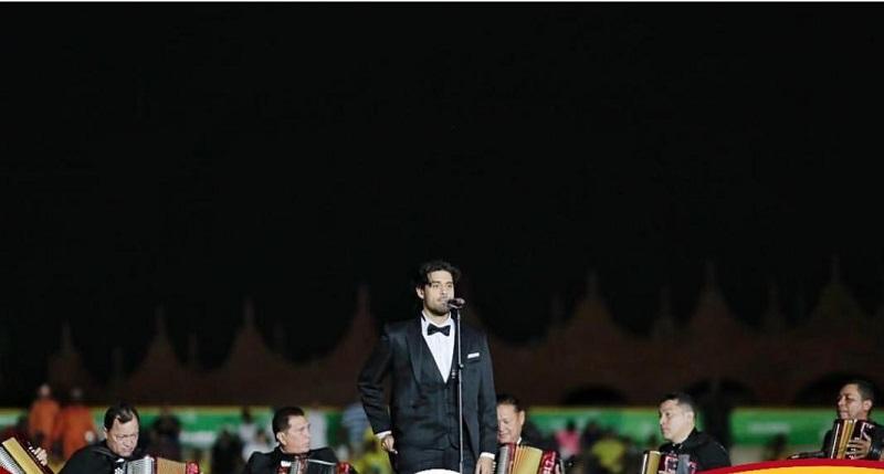 Beto Villa cantó el himno de Colombia en la inauguración de los Juegos Nacionales 2019.  FOTO/ INSTAGRAM BETO VILLA.