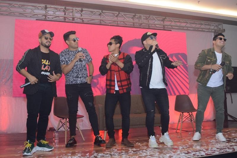 En rueda de prensa realizada en el hotel Sonesta de Valledupar los integrantes de Kvrass presentaron su nuevo álbum 'Dale play' a medios de comunicación.   FOTO/ SERGIO MCGREEN