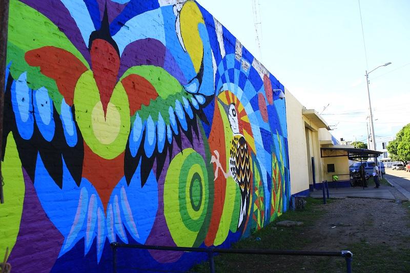 Una pared de las afueras de la Cárcel Judicial es avivada con un mural de  100 metros cuadrados, de 5 metros de altura y 20 de largo.