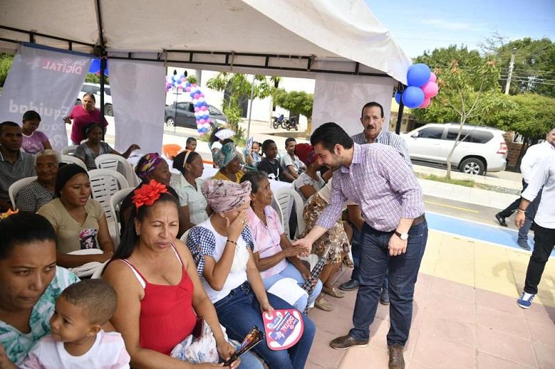 El viceministro, Iván Antonio Mantilla, aseguró que esta primera fase beneficiaría a más de 40 mil personas que nunca tuvieron acceso a internet.  FOTO/ CORTESÍA.
