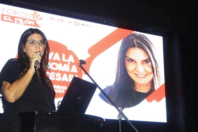 María Isabel Campo, vocera de Prodeco, hizo una exposición de la visión minera en el Foro 'Así va la economía del Cesar'.  FOTO/JOAQUIN RAMÍREZ