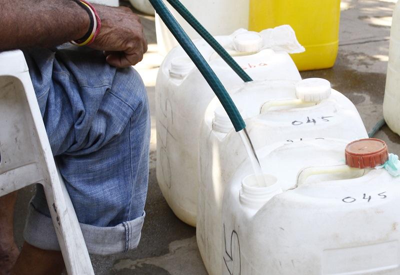 Adultos mayores y niños son los principales afectados por la falta de agua según la comunidad del barrio Primero de Mayo.    FOTO/JOAQUÍN RAMÍREZ