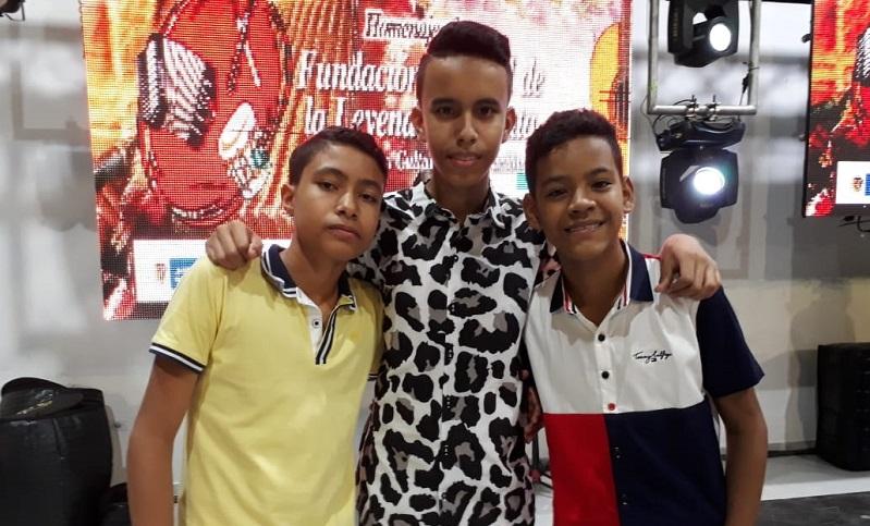 Aquí posan los nuevos reyes de acordeón juvenil de Patillal.  FOTO/CORTESÍA.