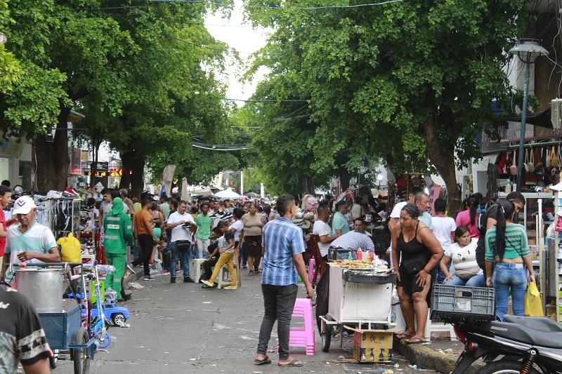 23 y 24 de diciembre son los días con mayores ventas, según algunos comerciantes.   FOTO/JOAQUÍN RAMÍREZ.