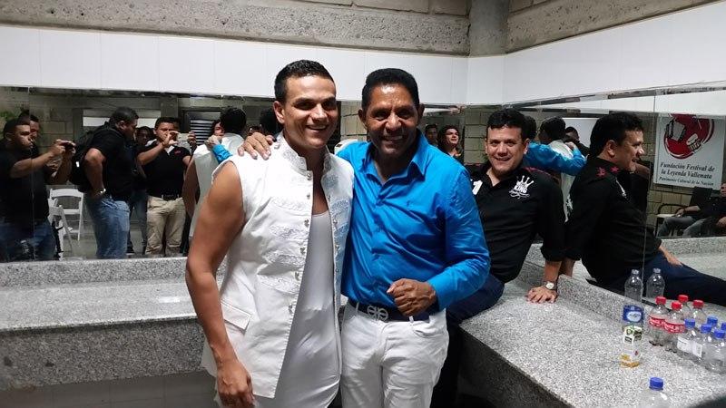 Silvestre Dangond e Israel Romero antes de un concierto en Valledupar.   FOTO/ARCHIVO.