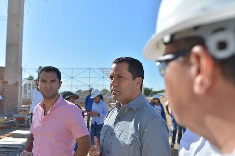 Gobernador Monsalvo inspeccionó obra deportiva.  FOTO/TWITTER LUIS MONSALVO