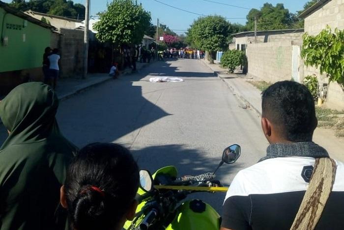 Alejandro Elvis Jaspe murió en plena vía pública del barrio Las Delicias.   FOTO/JUDICIAL.