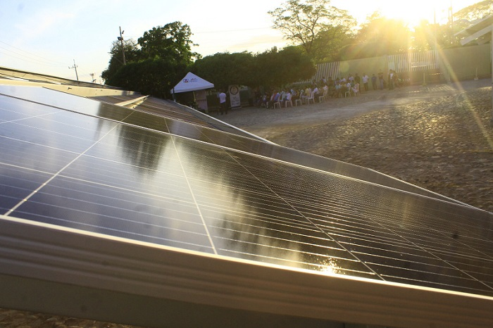 La Universidad Popular del Cesar tuvo una donación de 200 paneles solares que cumplen la función de reducir el costo del servicio energético.
