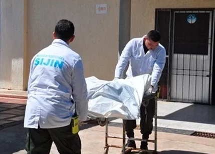 El cuerpo fue llevado a Medicina Legal por los peritos.