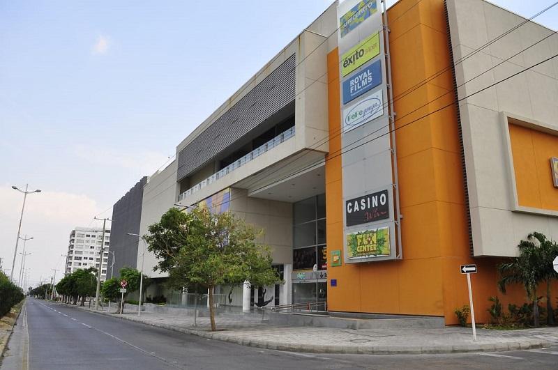 Los centros comerciales Mayales Plaza, Guatapurí Plaza y Unicentro se ven afectados en su economía por la emergencia sanitaria del Covid-19.  FOTO/JOAQUÍN RAMÍREZ.
