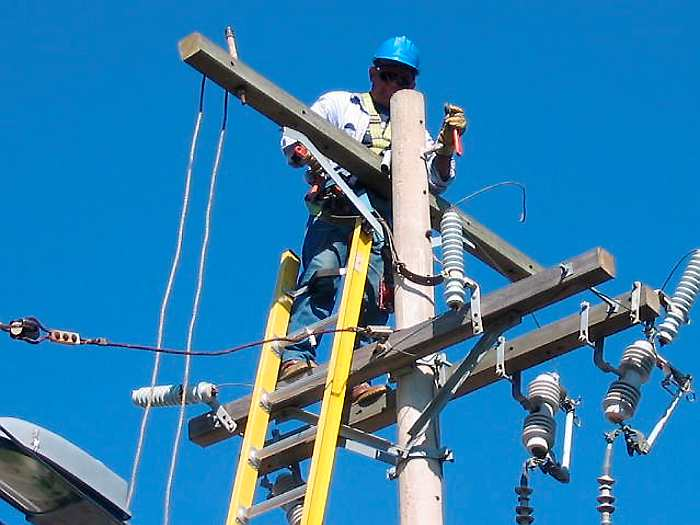 Por el respeto a la vida de sus operarios Electricaribe llama a la tolerancia.  FOTO/REFERENCIA.