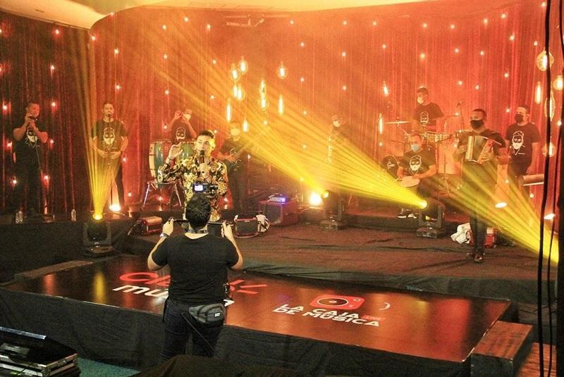 Jean Carlos Centeno y Elder Dayan Cantaron sus éxitos desde 'La caja de música live' emocionando a sus seguidores virtualmente.     FOTO/CORTESÍA.