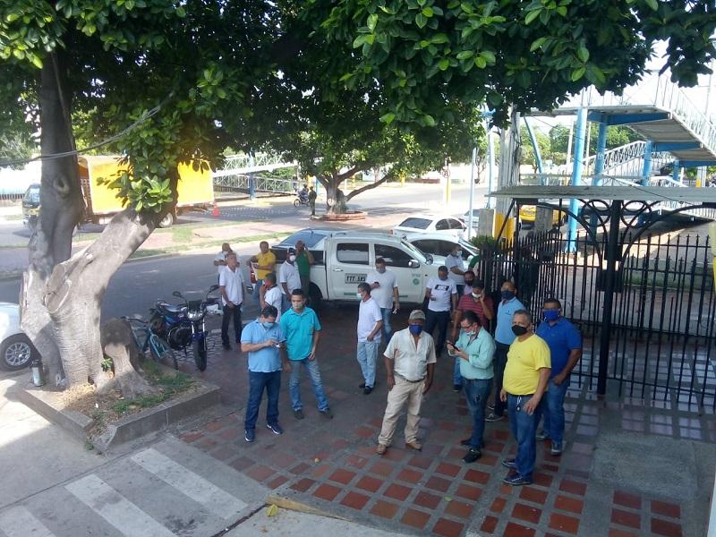 Trabajadores de la empresa Cootracesar protestando contra la 'piratería' y falta de apoyo por parte del Gobierno.  FOTO/CORTESÍA.
