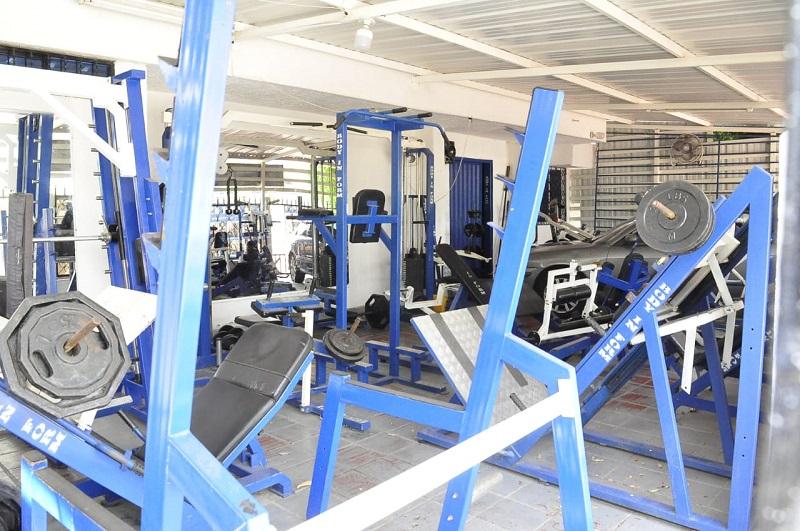 Puertas cerradas y máquinas quietas sin nadie que las use es el panorama de los gimnasios de la ciudad.  Foto: Joaquín Ramírez/EL PILÓN