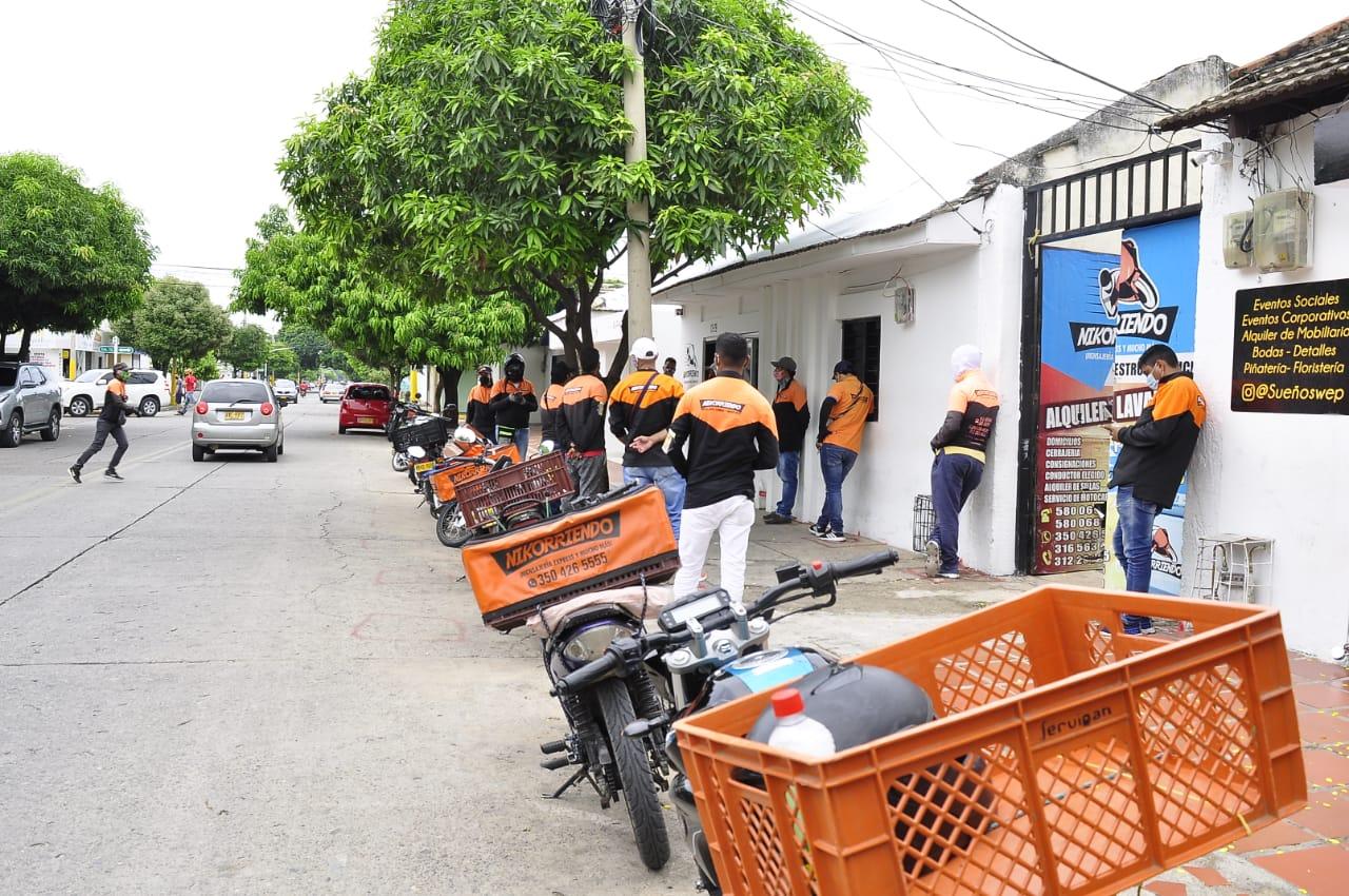 Atentos a los llamados de las empresas y la comunidad vallenata se mantienen los domiciliarios.