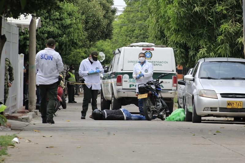 Los cuerpos sin vida fueron inspeccionados por la Sijín.  FOTO/JOAQUÍN RAMÍREZ.